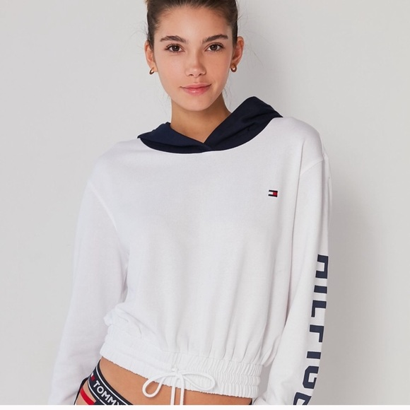 cca033dc Tommy Hilfiger Urban Outfitters Hoodie. M_5c3579963c984481f8394057